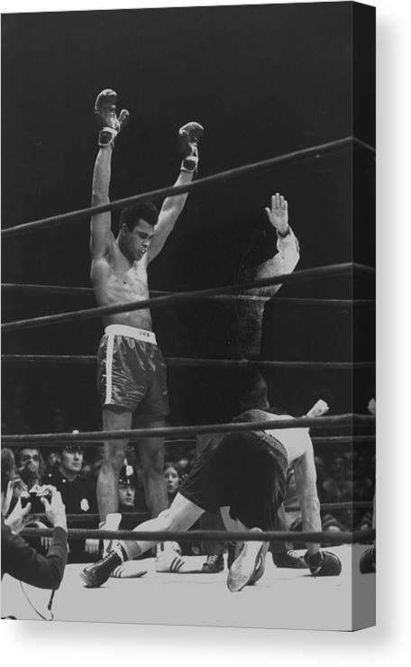 Timeincown Canvas Print featuring the photograph Muhammad Ali And Oscar Bonavena by Bill Ray