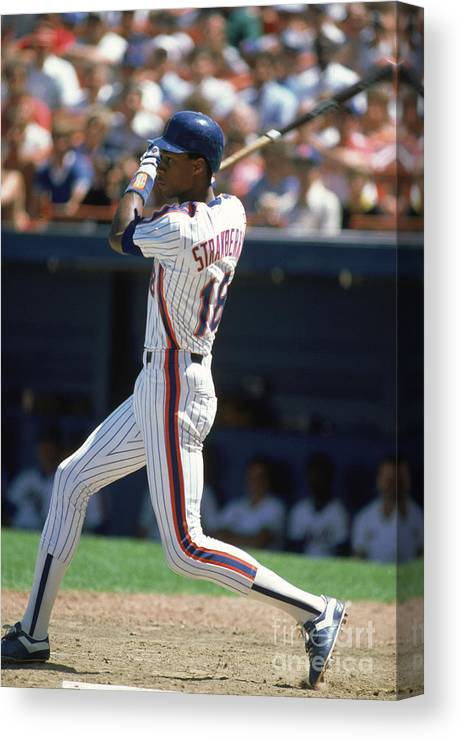 1980-1989 Canvas Print featuring the photograph Darryl Strawberry by Rich Pilling