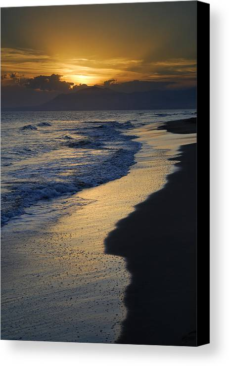 Seacape Canvas Print featuring the photograph Sunrays Over The Sea by Guido Montanes Castillo