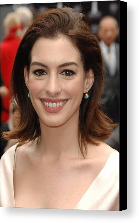 Anne Hathaway Canvas Print featuring the photograph Anne Hathaway At The Press Conference by Everett