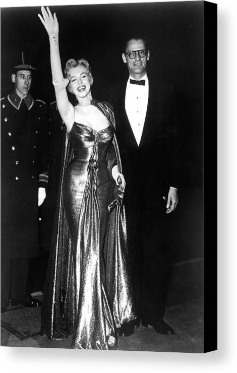 Candid Canvas Print featuring the photograph Marilyn Monroe Waves To The Crowd by Everett