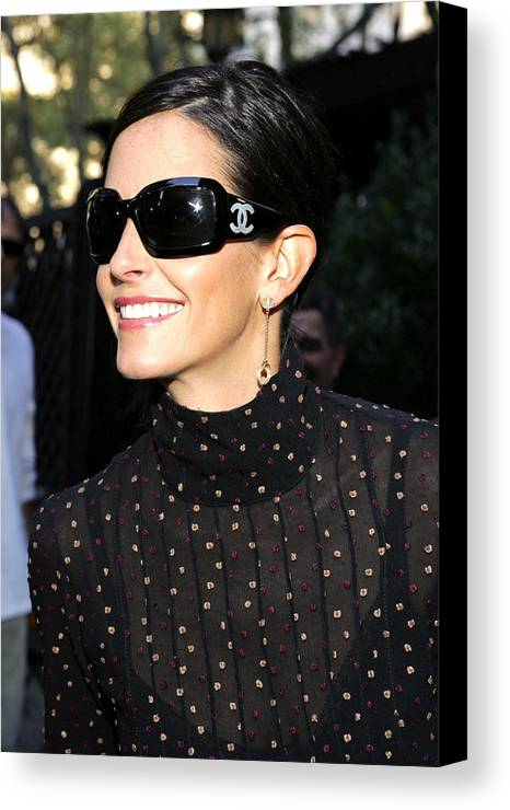 Kinerase Pro+therapy Skin Care Canvas Print featuring the photograph Courteney Cox Wearing Chanel Sunglasses by Everett