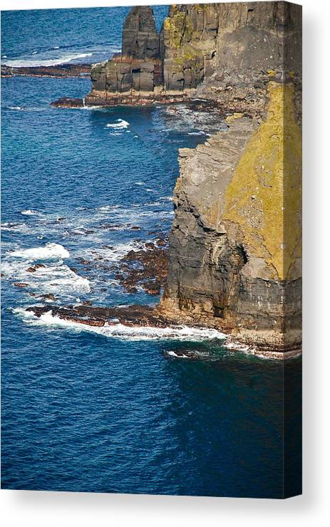 Ireland Canvas Print featuring the painting Cliffs Of Time by Cindy Kreutzer