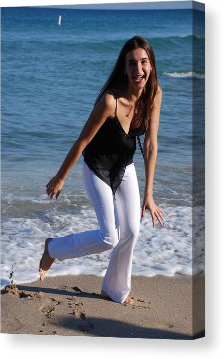 Sea Scape Canvas Print featuring the photograph Gisele by Rob Hans
