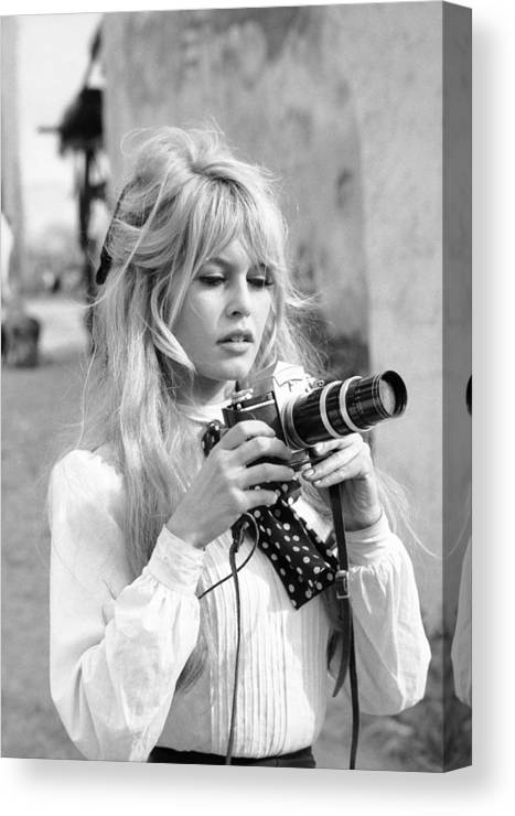 Timeincown Canvas Print featuring the photograph Bardot During Viva Maria Shoot by Ralph Crane