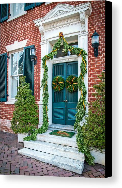 Wreath Canvas Print featuring the photograph Christmas Door 6 by William Krumpelman