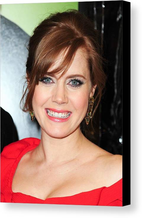 Amy Adams Canvas Print featuring the photograph Amy Adams At Arrivals For Leap Year by Everett