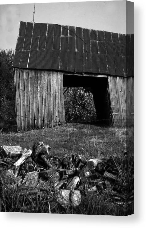 Vintage Canvas Print featuring the photograph lloyd-shanks-barn-2BW by Curtis J Neeley Jr