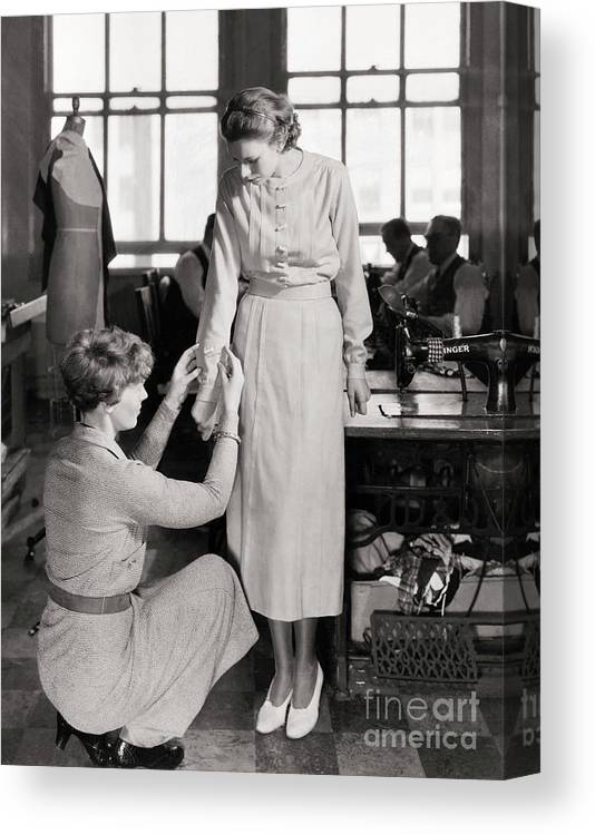 Adjusting Canvas Print featuring the photograph Amelia Earhart Adjusting Sleeve by Bettmann