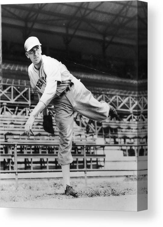 People Canvas Print featuring the photograph Carl Hubbell by Hulton Archive