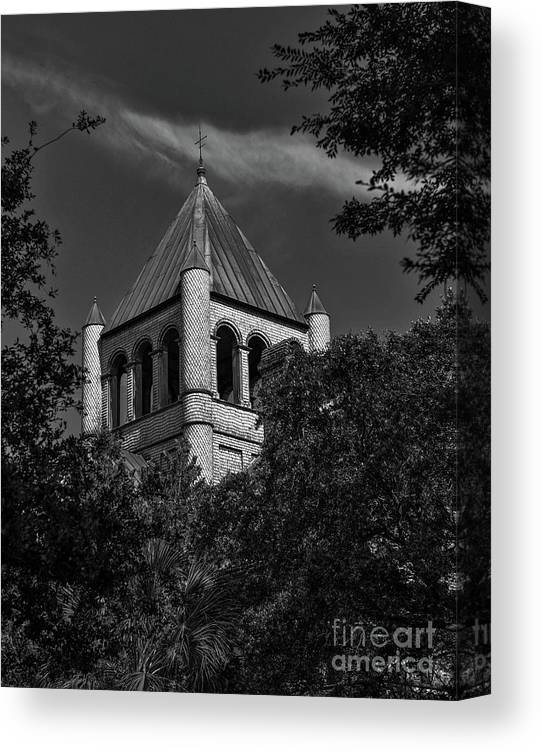 The Circular Congregational Church Is A Historic Church At 150 Meeting Street In Charleston Canvas Print featuring the photograph Congregational Church - 150 Meeting Street by Dale Powell