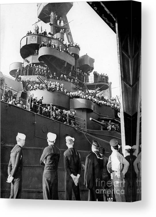 1940-1949 Canvas Print featuring the photograph Sailors, Anticipating Shore Leave, Line by New York Daily News Archive