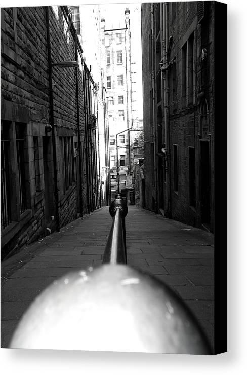 Black And White Canvas Print featuring the photograph Edinbugh Backstreet by Luke Clarkson