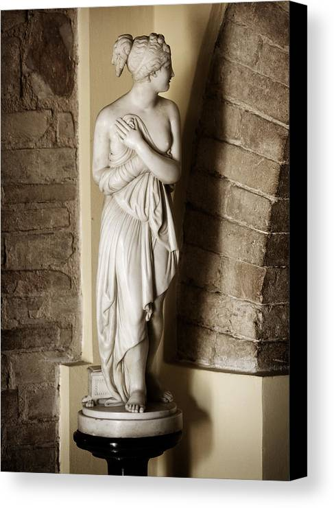 Statue Canvas Print featuring the photograph Peering Woman by Marilyn Hunt