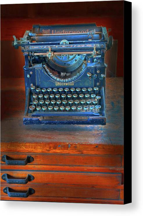 Underwood Typewriter Canvas Print featuring the photograph Underwood Typewriter by Dave Mills