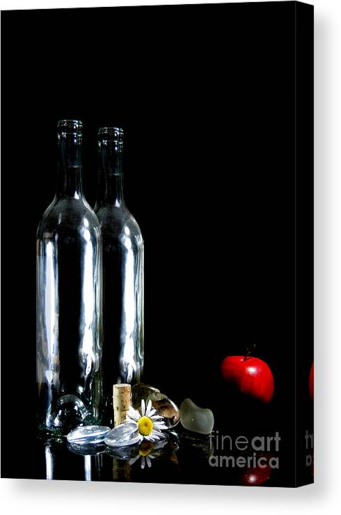 Still Life Canvas Print featuring the photograph Red Apple by Jose Luis Reyes