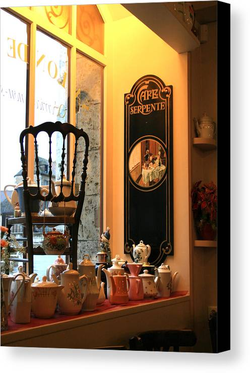 Chartres Canvas Print featuring the photograph Chartres Cafe by A Morddel
