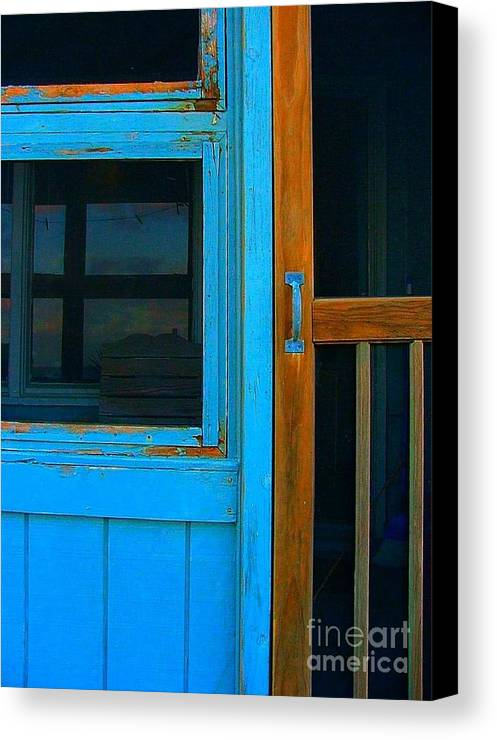 Mom And Pop Motels Canvas Print featuring the photograph A Mom And Pop Stay On Topsail Island by Julie Dant