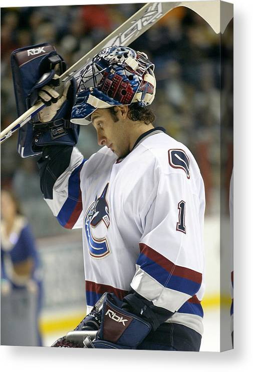 Don Olea Canvas Print featuring the photograph Roberto Luongo by Don Olea