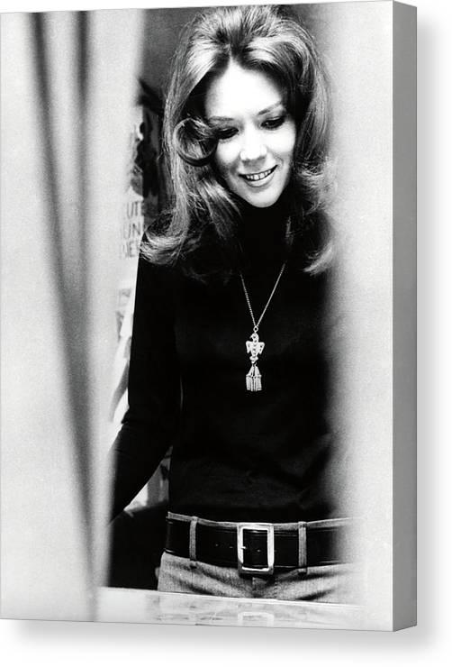 GDFG James Bond Diana Rigg Poster d/écoratif sur toile pour salon chambre /à coucher 20 x 30 cm