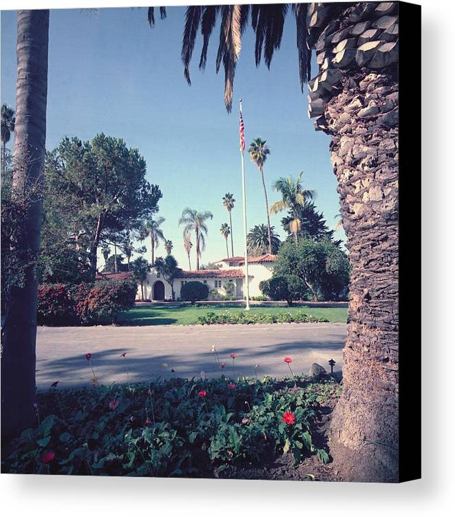History Canvas Print featuring the photograph President Nixons Home In San Clemente by Everett