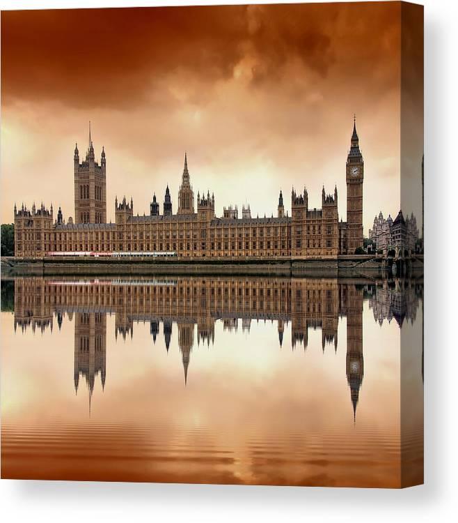 Architecture Canvas Print featuring the photograph London by Jaroslaw Grudzinski