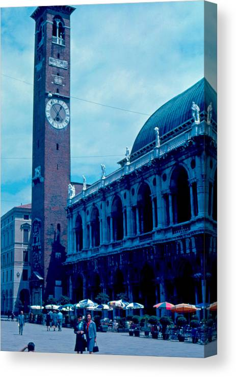 Piazza Del Signore Canvas Print featuring the photograph Piazza del Signore 2 1962 by Cumberland Warden