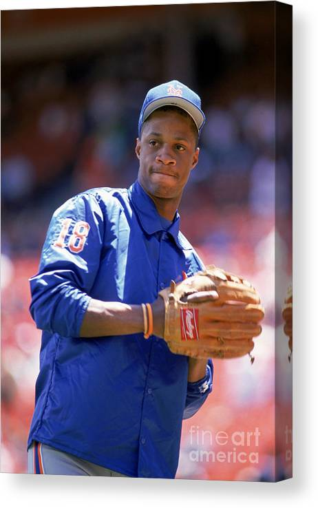 1980-1989 Canvas Print featuring the photograph Darryl Strawberry Throws The Ball by Otto Greule Jr