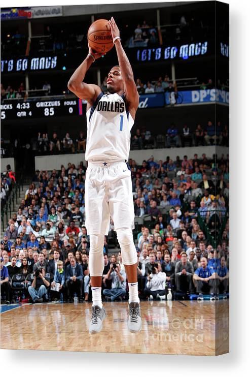 Nba Pro Basketball Canvas Print featuring the photograph Memphis Grizzlies V Dallas Mavericks by Danny Bollinger