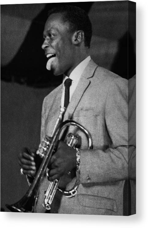 CANVAS Miles Davis Performing in Nightclub Print Art POSTER