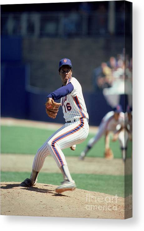 Dwight Gooden Canvas Print featuring the photograph Dwight Gooden by Rich Pilling