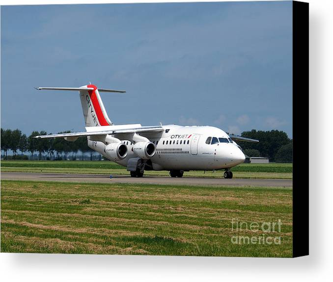 737 Canvas Print featuring the photograph Cityjet British Aerospace Avro Rj85 by Paul Fearn