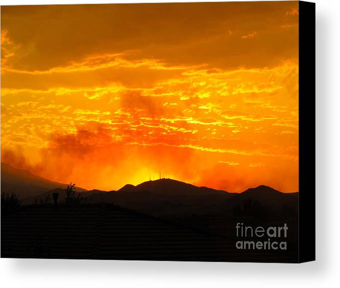 Hills Canvas Print featuring the photograph Spectacular Nevada Sunset by Phyllis Kaltenbach