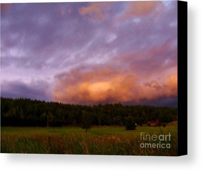 Canvas Print featuring the photograph A Storm Rolls In From The West 40 by Peggy Miller