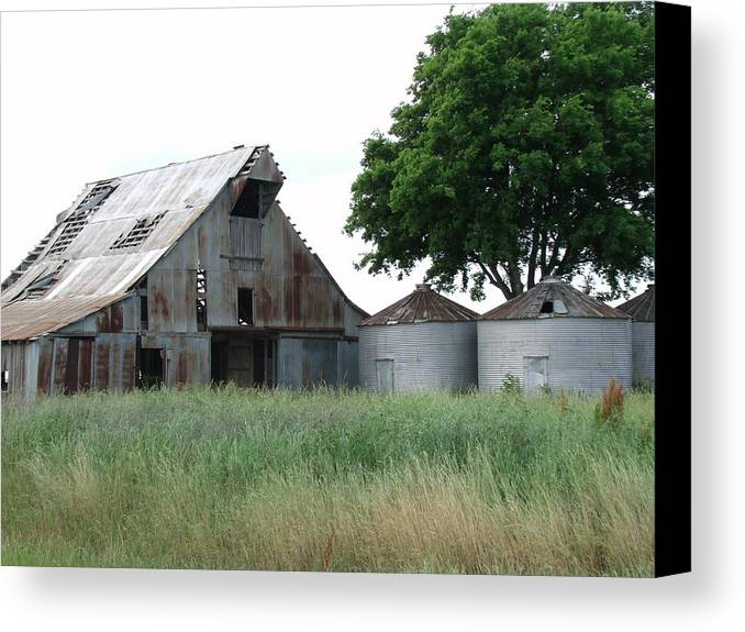 Barn Canvas Print featuring the photograph Country Barn by Michelle Worring