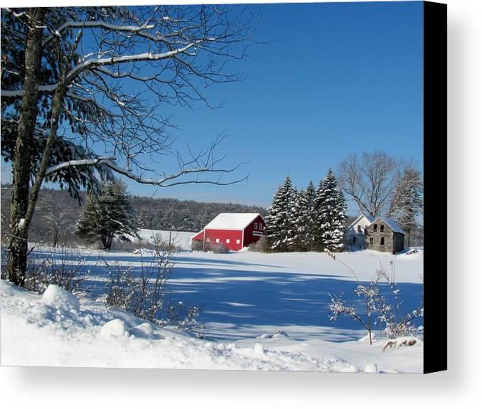 Nh Canvas Print featuring the photograph Farm House by Wayne Toutaint
