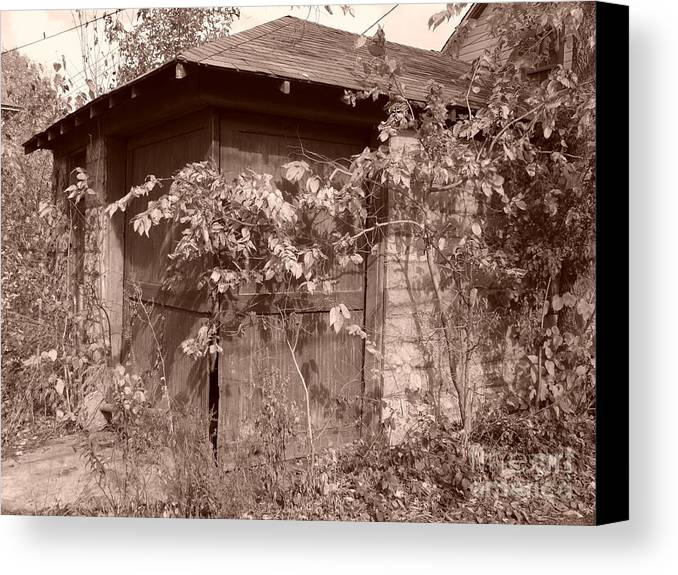Alley Canvas Print featuring the photograph Quiet Vi by Kelly Geistler