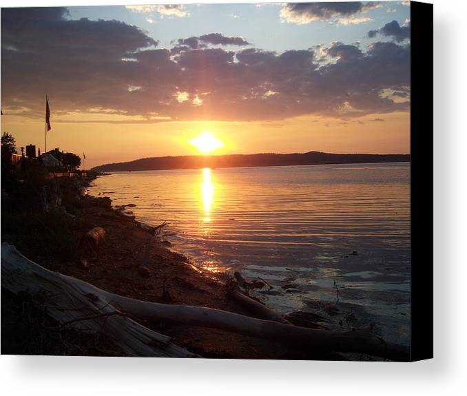 Sun Canvas Print featuring the photograph Diamond Sunset by Ken Day