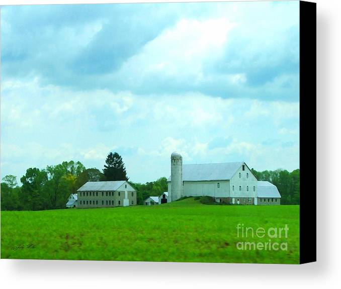 Landscape Canvas Print featuring the photograph Pennsylvania Barn by Judy Waller