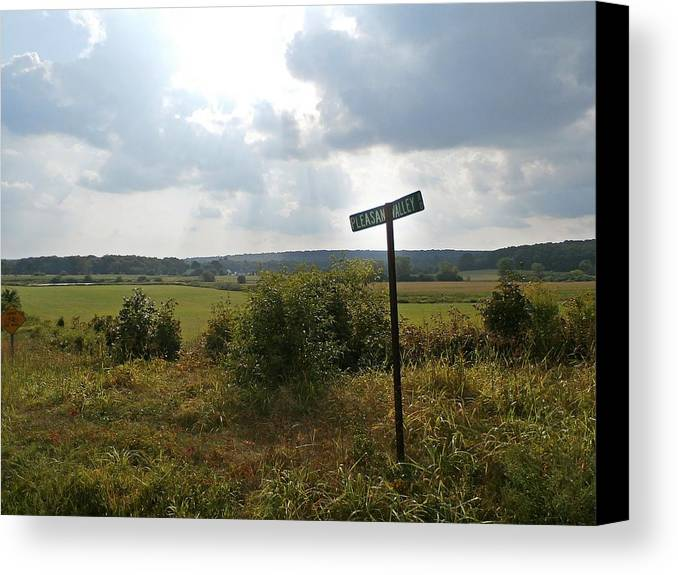 Pleasant Valley Canvas Print featuring the photograph Pleasant Valley by Wolfgang Schweizer