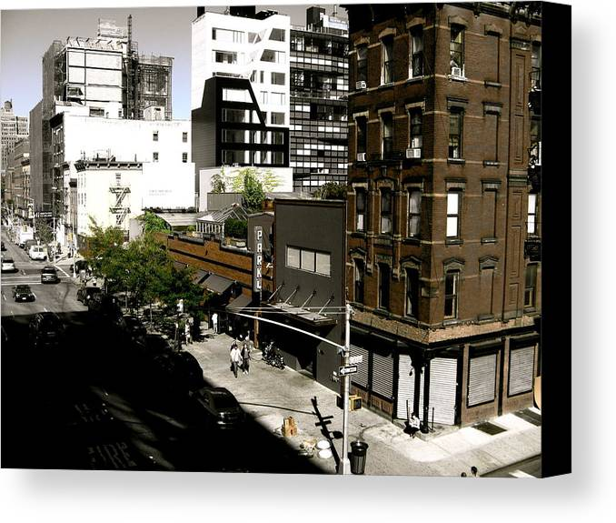 New York Canvas Print featuring the photograph The Highline by Ariane Moshayedi