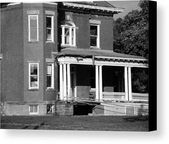 Restoration Canvas Print featuring the photograph Tyler County Home by Terry Wiley