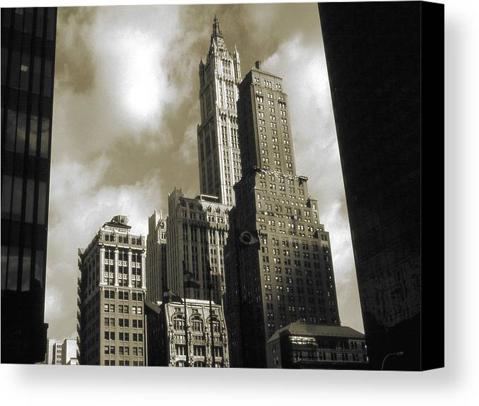 New+york Canvas Print featuring the photograph Old New York Photo - Historic Woolworth Building by Peter Potter
