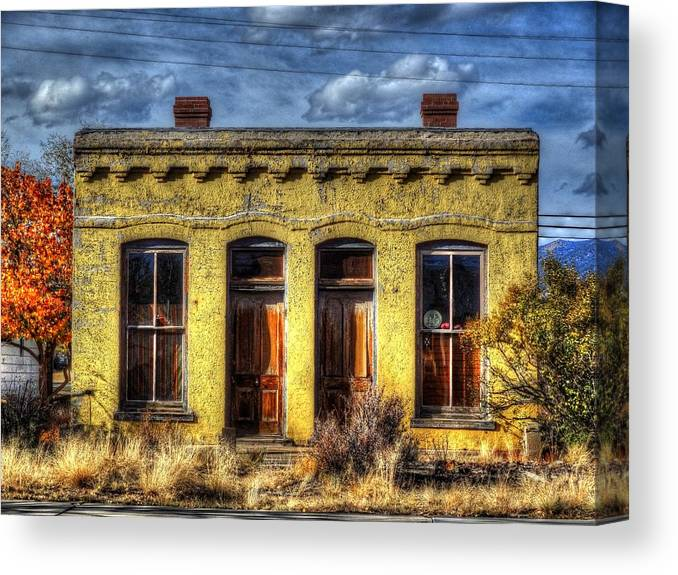 Autumn Canvas Print featuring the photograph Old Yellow House In Buena Vista by Lanita Williams