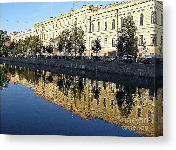 Reflections Canvas Print featuring the photograph Crystal Clear by Louise Peardon