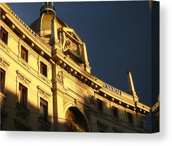 Building Canvas Print featuring the photograph Italian Architecture At Sunset by Edith Ritter