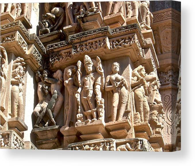 khajuraho temple in which state