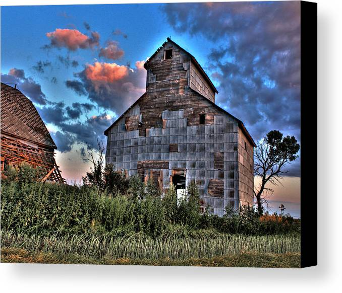 Red Barns Canvas Print featuring the photograph Barn by David Matthews