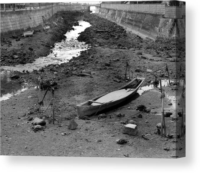 Okinaawa Canow Canvas Print featuring the photograph Oki-canoe by Curtis J Neeley Jr
