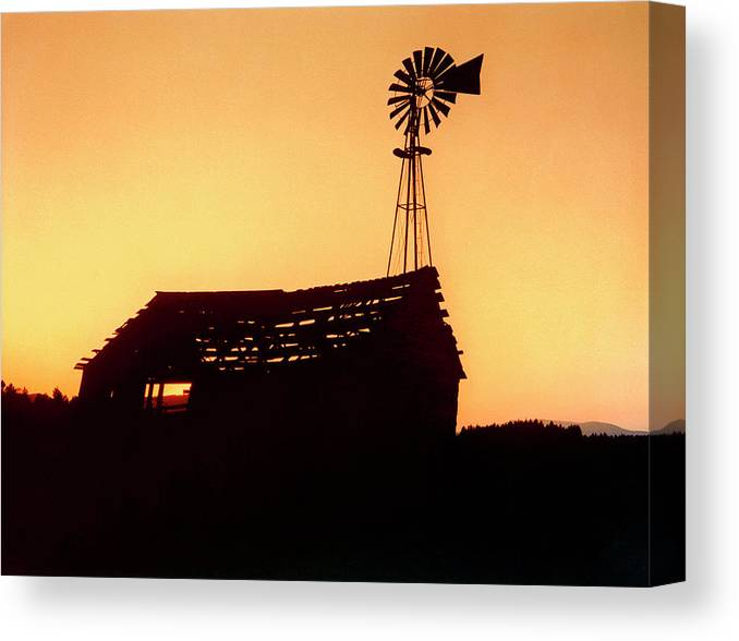 Pump House Canvas Print featuring the photograph Old Pumphouse by Ruth Eich